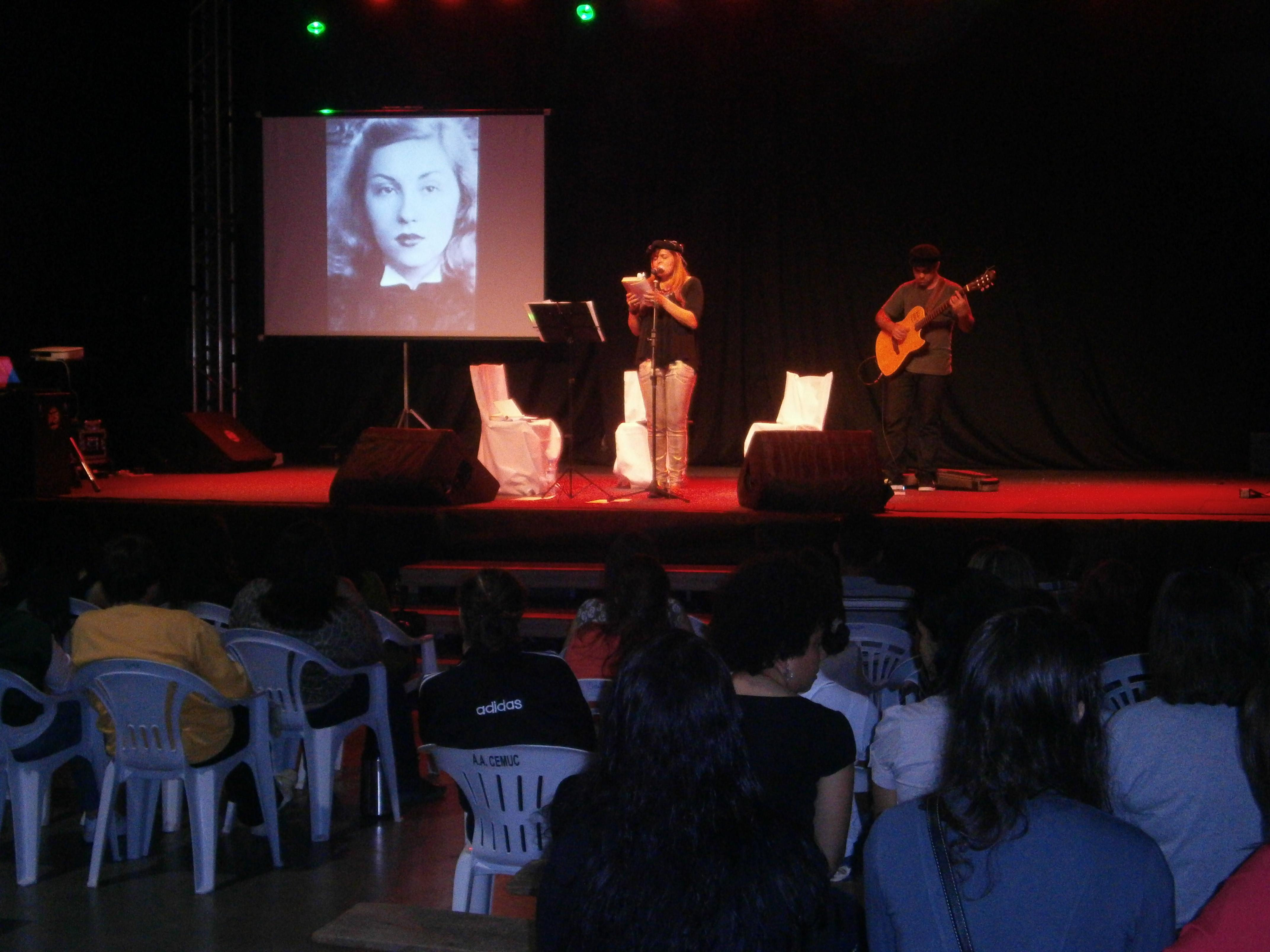 Sarau de Angélica Rizzi reuniu bom público na noite de sexta (06/09)