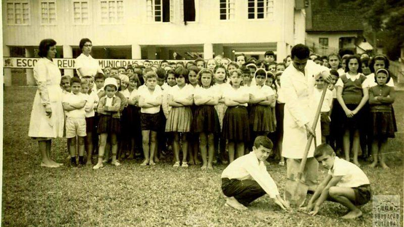 21 de setembro – dia da árvore – Cerimônia do Dia da Árvore organizada na Escola Alice Thiele