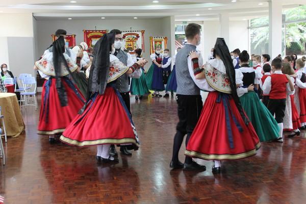 Danças populares (re)uniram Alemanha, Itália e Brasil