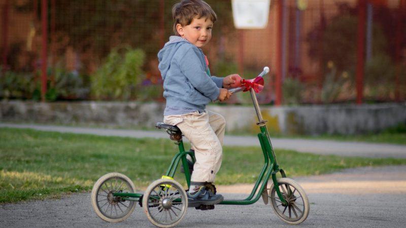 As crianças alemãs e as bicicletas